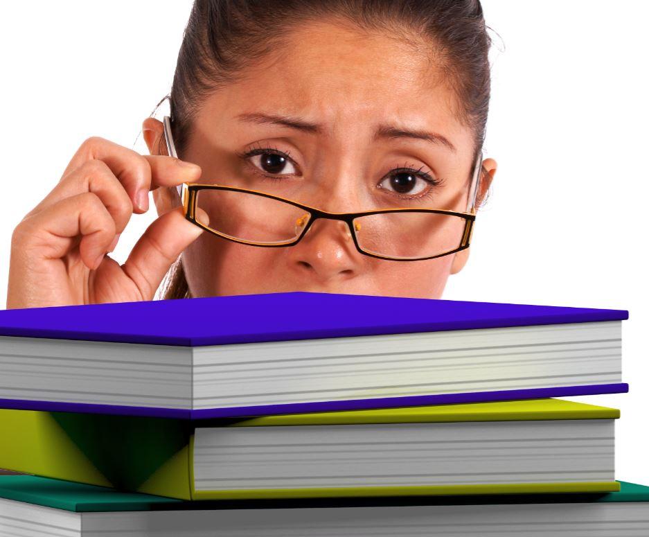 Donna con libri di formazione